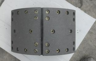 超低价格 09款豪沃 AC16后制动蹄总成 加重蹄铁 放心选择