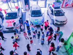 我给吉利汽车上色!要传递汽车知识,更重要的是要教会孩子们爱国。