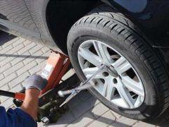 汽车保养,是自带机油还是在维修店买合适?